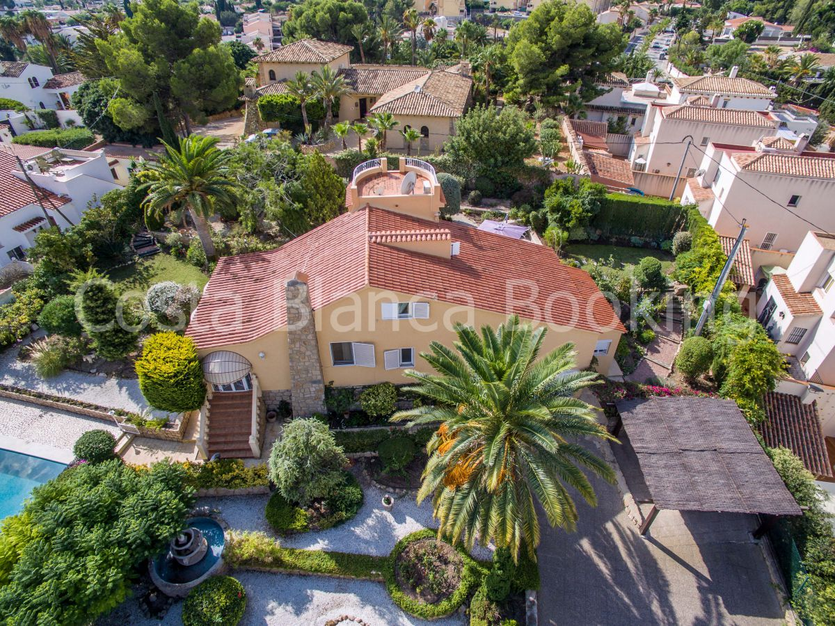 VILLA IN ALBIR CLOSE TO THE CENTER AND SERVICES