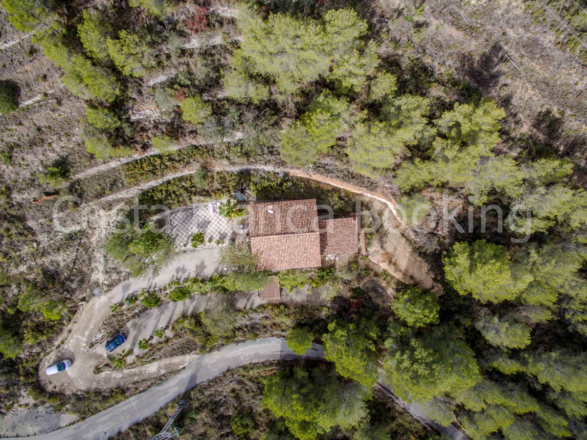 RUSTIC VILLA WITH LARGE PLOT IN BOLULLA