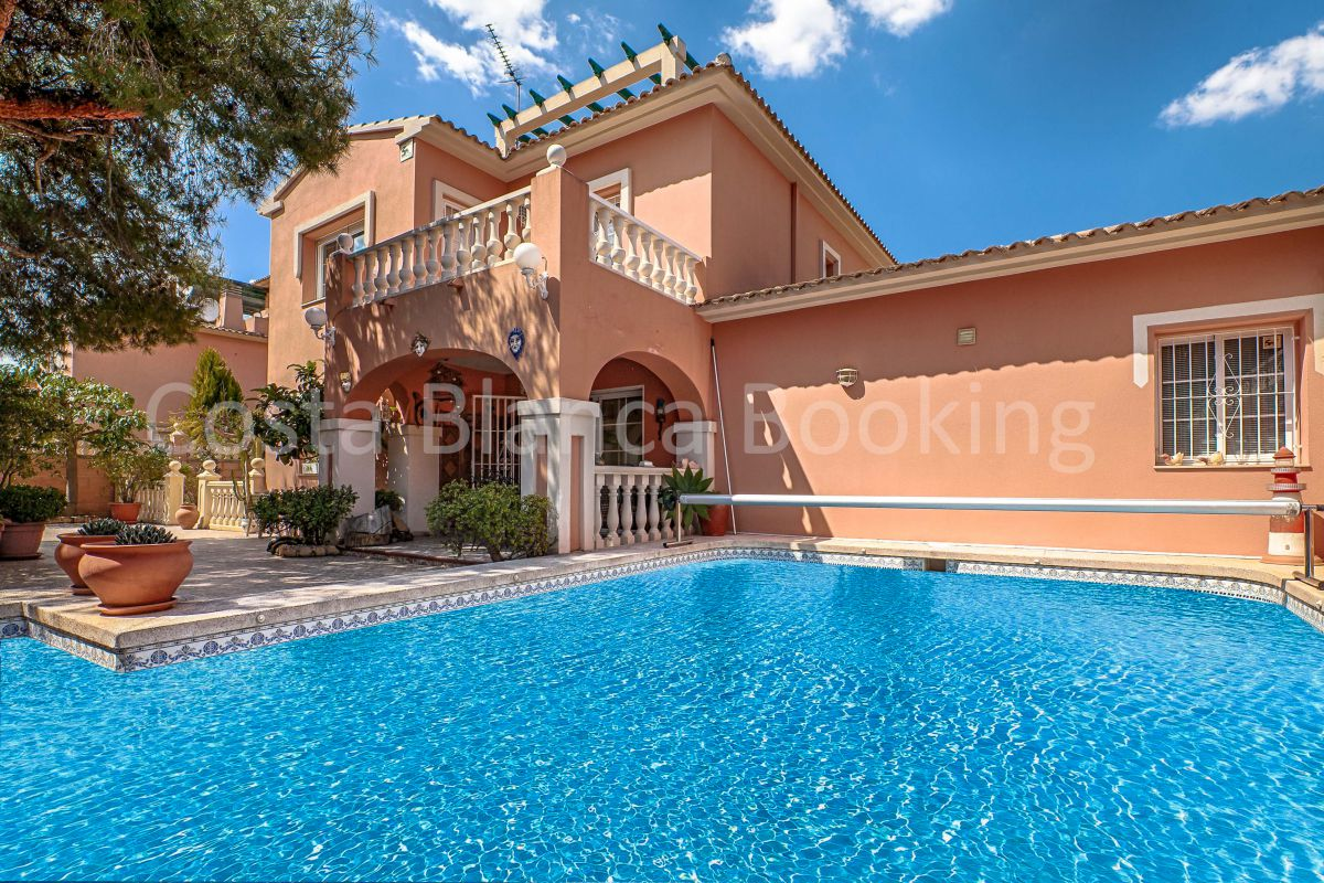 CHARMING VILLA WITH JACUZZI