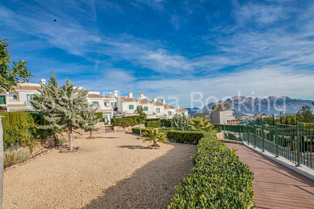 BEAUTIFUL BUNGALOW WITH MEDITERRANEAN STYLE IN A VERY QUIET PLACE WITH WONDERFUL VIEWS