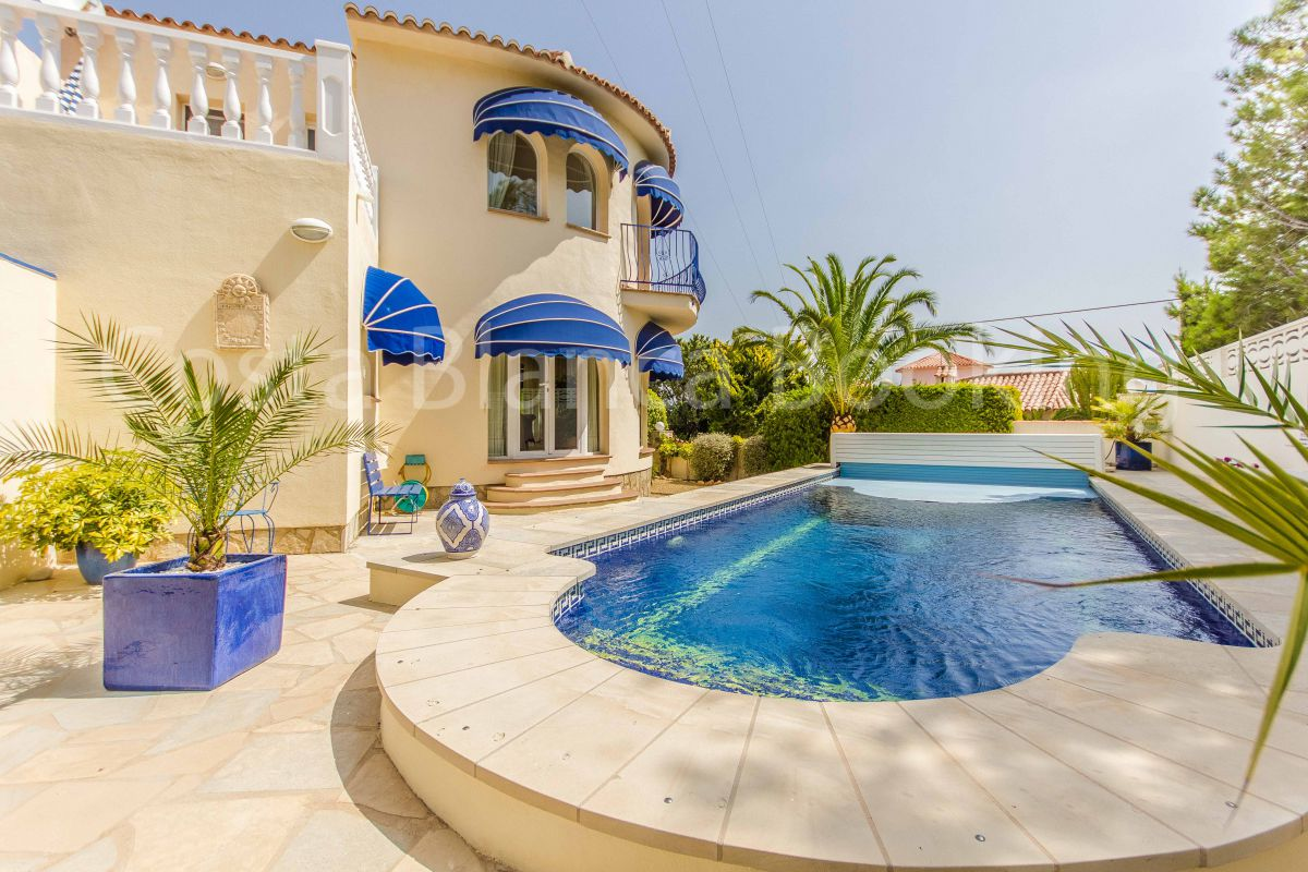 LUXURY VILLA IN LA NUCIA PANORAMA