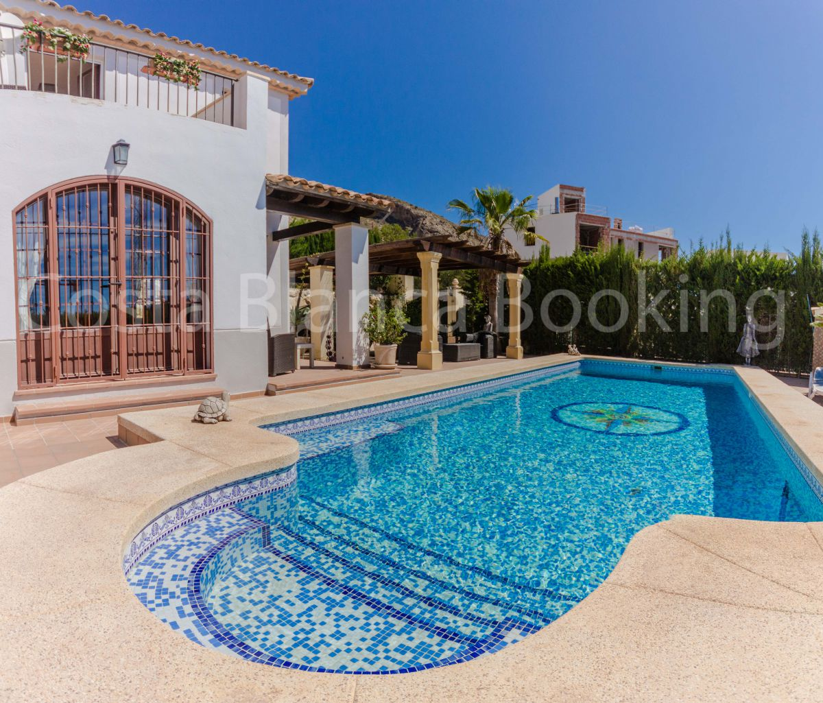 BEAUTIFUL SPANISH VILLA IN A VERY EXCLUSIVE VILLA AREA