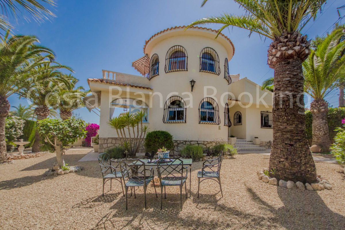 BEAUTIFUL VILLA OF VERY PRIVATE CORNER IN LA NUCIA