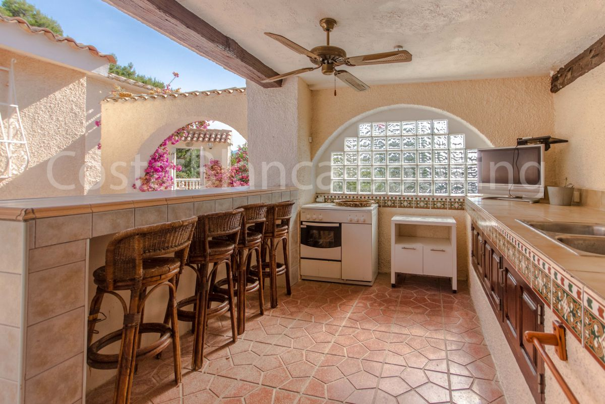 FAMILY FRIENDLY VILLA ON ONE FLOOR WITH A SEPARATE GUEST HOUSE