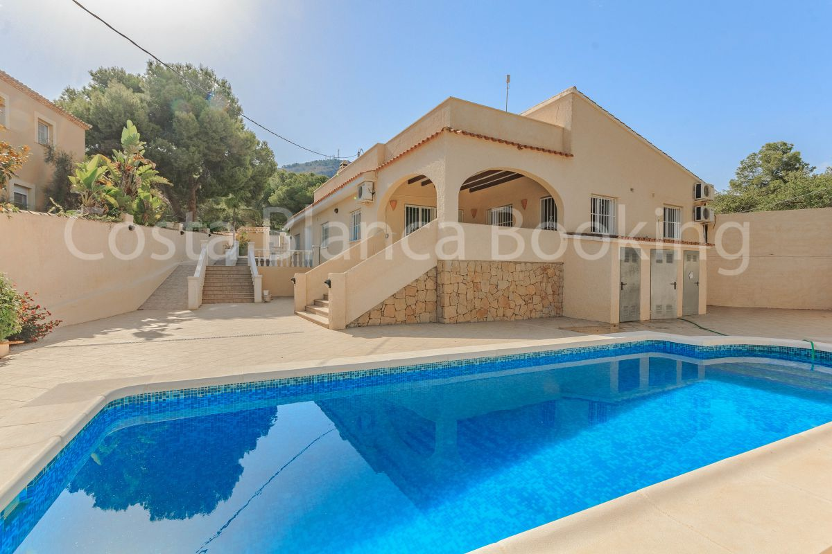 FANTASTIC VILLA NEAR THE CENTER OF ALBIR