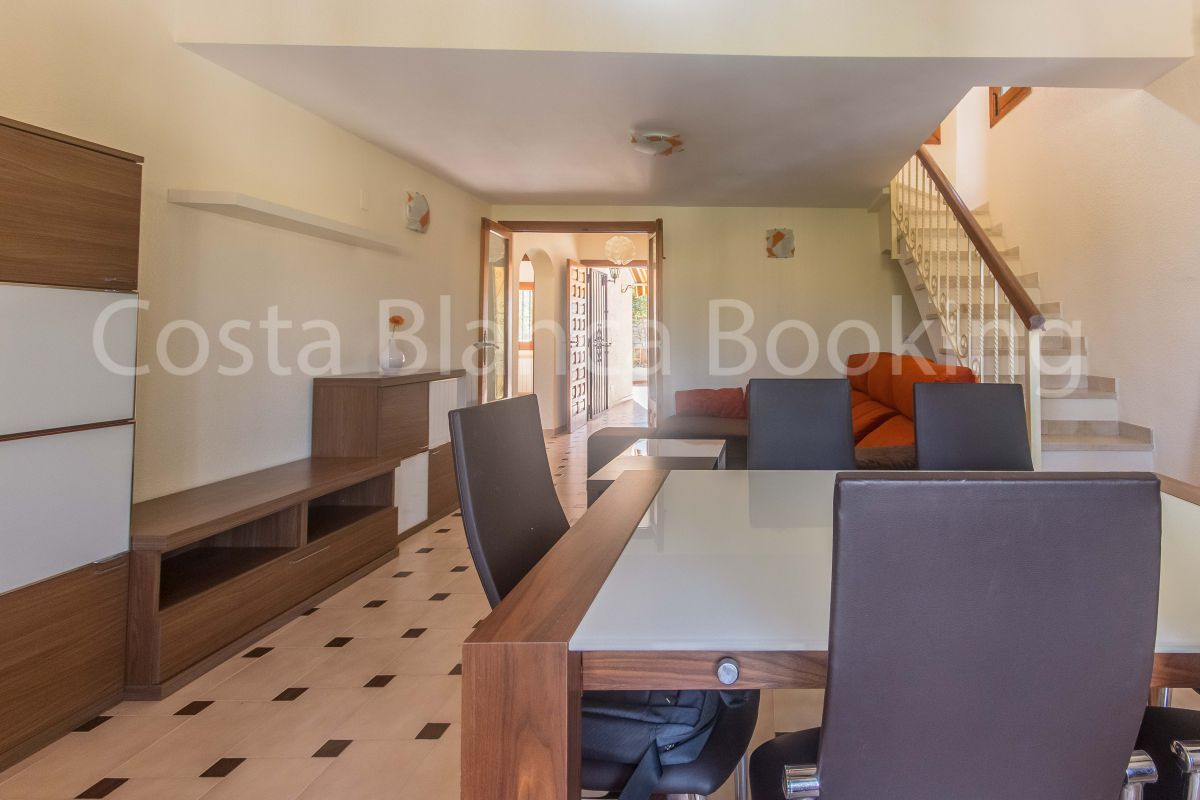 CORNER BUNGALOW WITH COMMUNITY POOL AND PRIVATE GARAGE