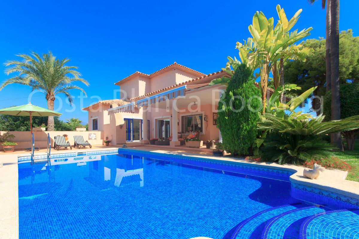 BEAUTIFUL VILLA IN ALBIR WITH GARDEN AND PRIVATE POOL