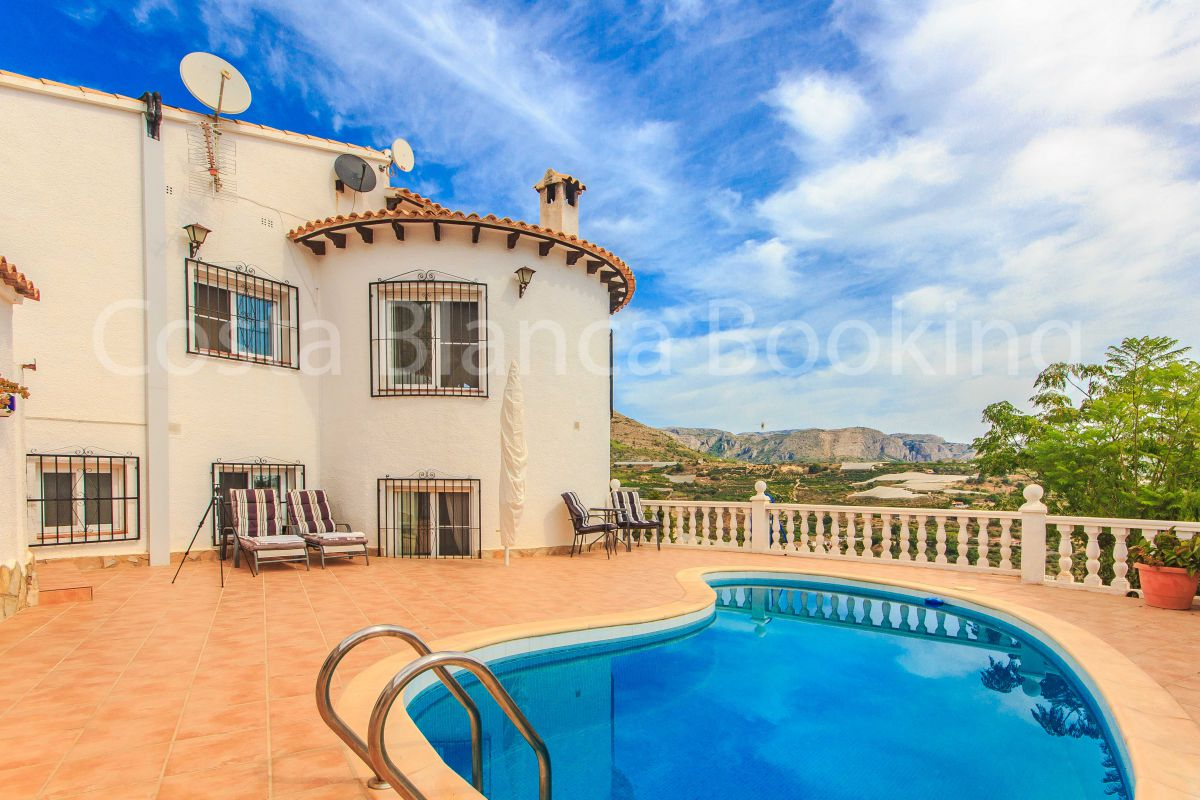 EXTRAORDINARY VILLA IN EXCLUSIVE RESIDENTIAL AREA IN ALFAZ DEL PI