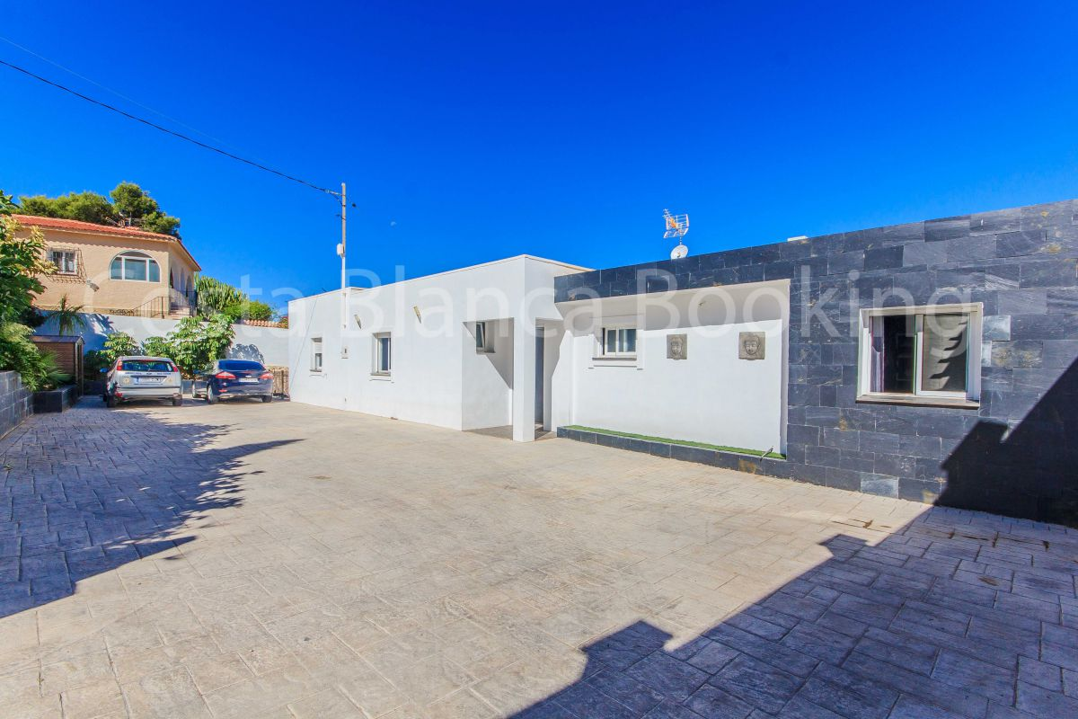 FULLY RENOVATED VILLA IN ALBIR