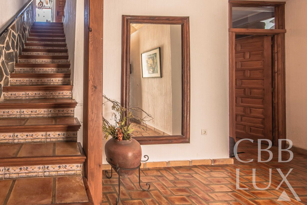 NICE TOWNHOUSE WITH FANTASTIC PANORAMIC VIEWS