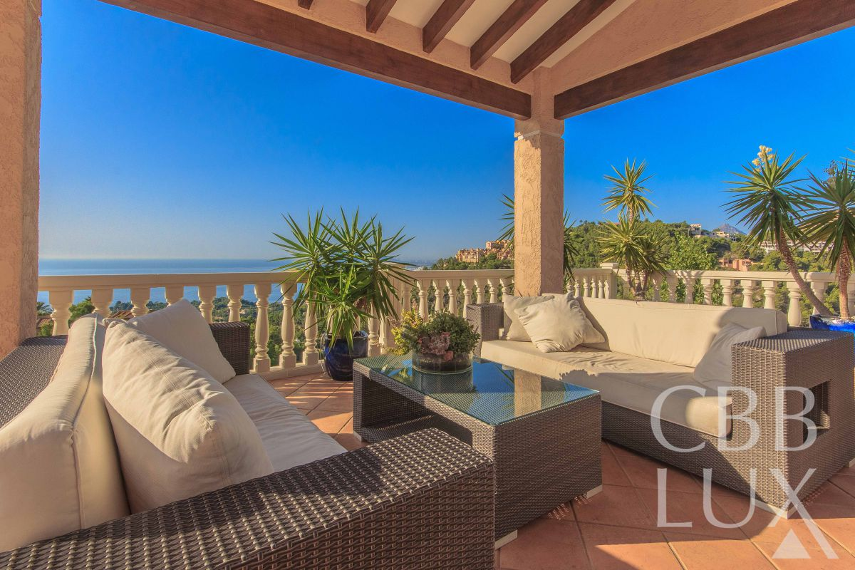 LUXURY VILLA IN ALTEA HILLS WITH INCREDIBLE VIEWS