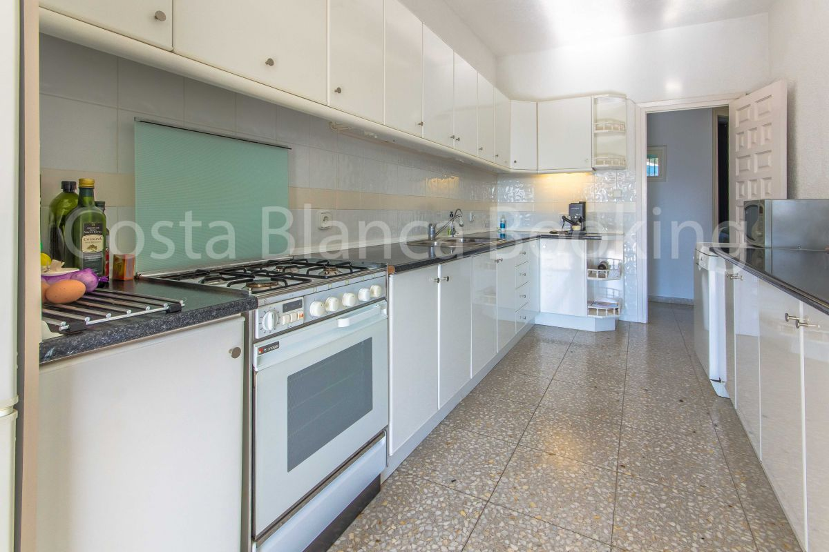 BEAUTIFUL HOUSE WITH GUEST APARTMENT AND CLOSE TO THE INTERNATIONAL SCHOOL