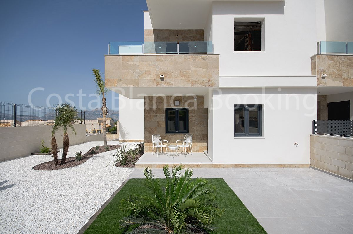 SPECTACULAR SEMI DETACHED VILLA IN PRIVILEGED AND PRESTIGIOUS AREA