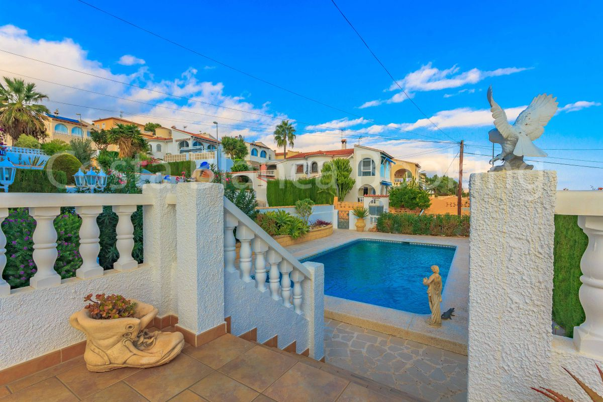 BEAUTIFUL VILLA  WITH GUEST APARTMENT IN A URBANIZATION NEAR ALFAZ DEL PÍ