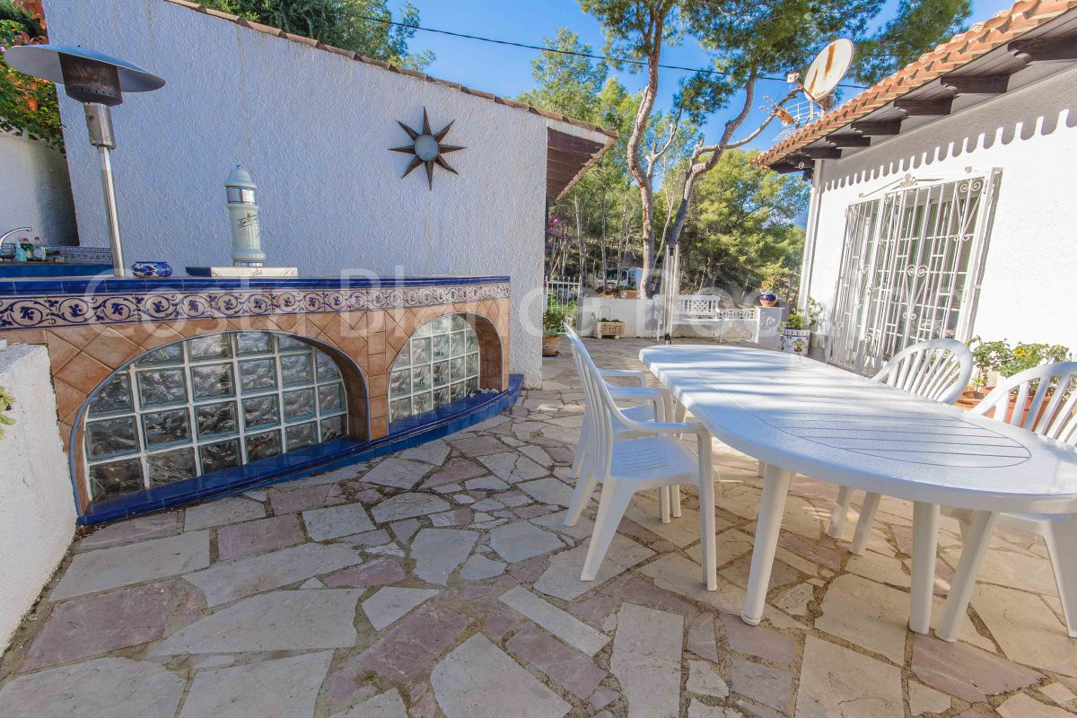 LARGE VILLA WITH PRIVATE POOL, JACUZZI, BARBECUE AND A LOT MORE!!!!!
