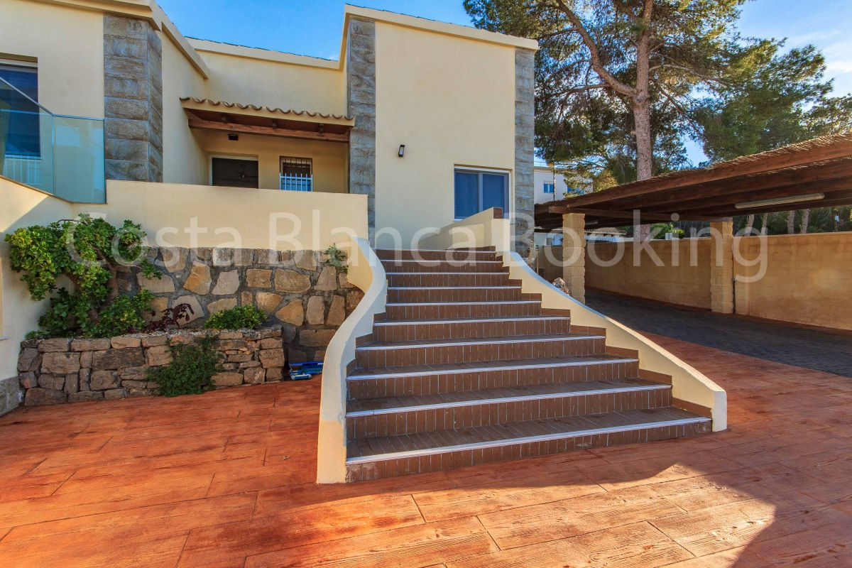 VILLA IN ALBIR WITH SEA VIEWS AND 2 GUEST APARTMENTS