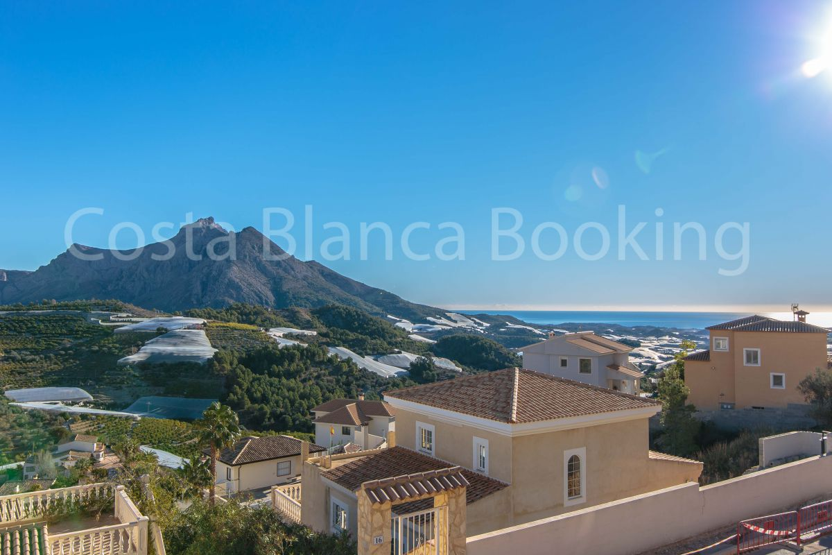PRETTY VILLA WITH GUEST APARTMENT AND PANORAMIC VIEWS