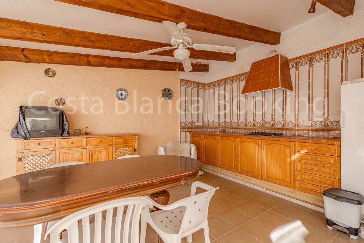 SUNNY VILLA WITH GUEST APARTMENT