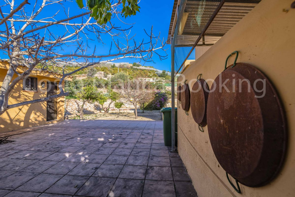 BEAUTIFUL VILLA WITH MOUNTAIN VIEWS AND SUN ALL DAY