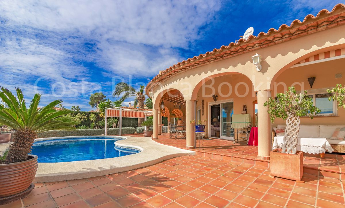 MEDITERRANEAN STYLE VILLA IT`S VERY SUNNY AND WITH EXCELLENT VIEWS TO THE SEA AND THE MOUNTAINS