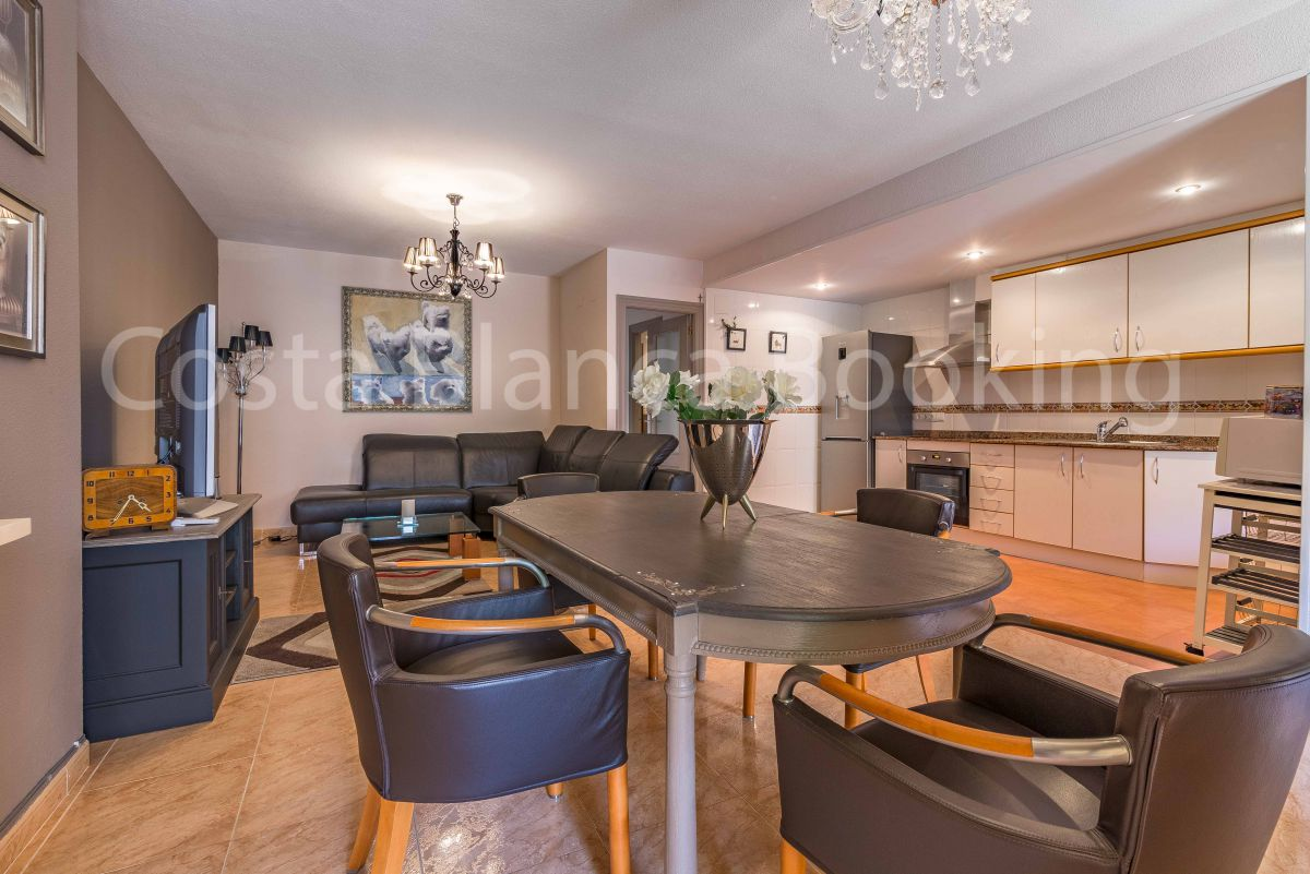PRETTY GROUND FLOOR APARTMENT WITH LARGE TERRACE
