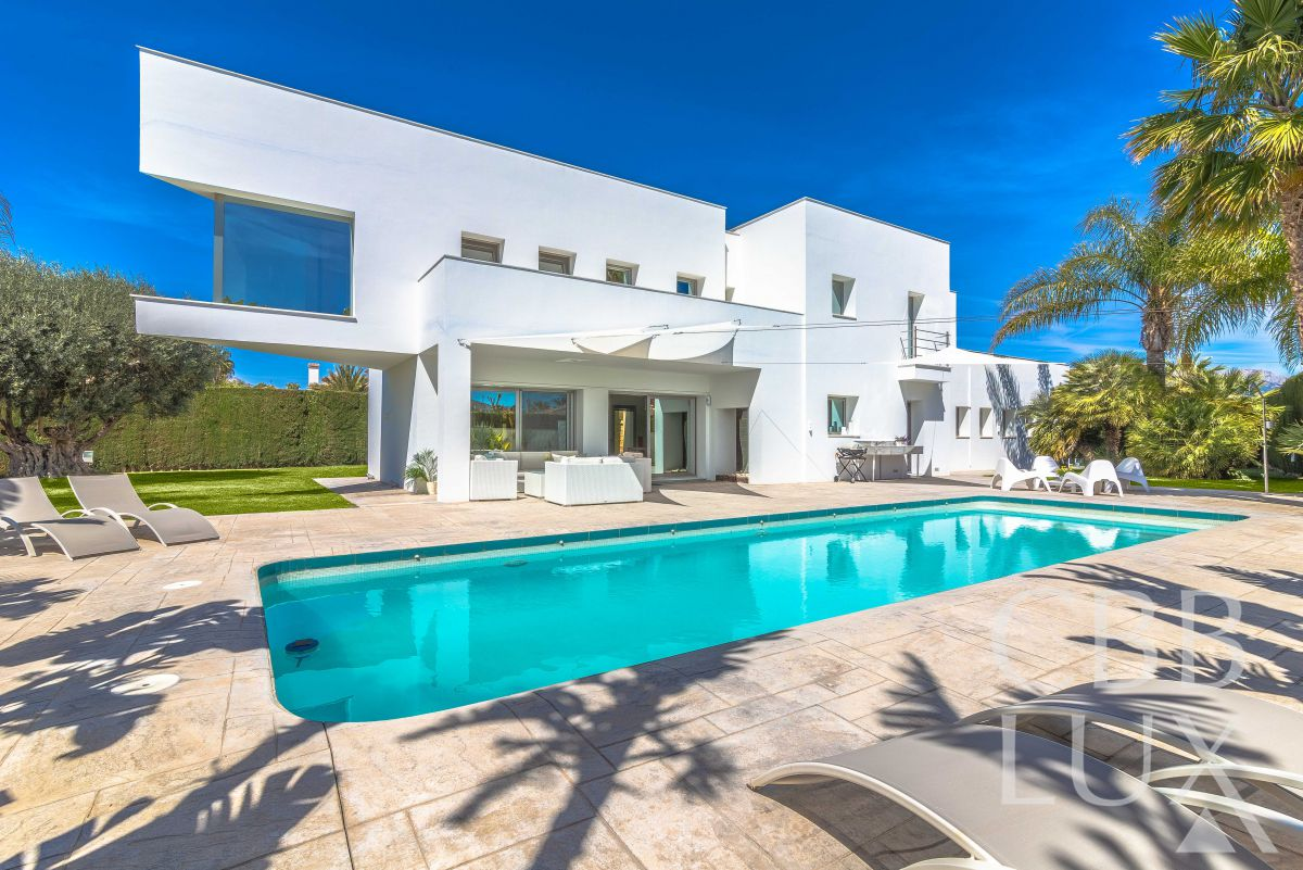 SPECTACULAR VILLA IN PRIVILEGED AND PRESTIGIOUS AREA