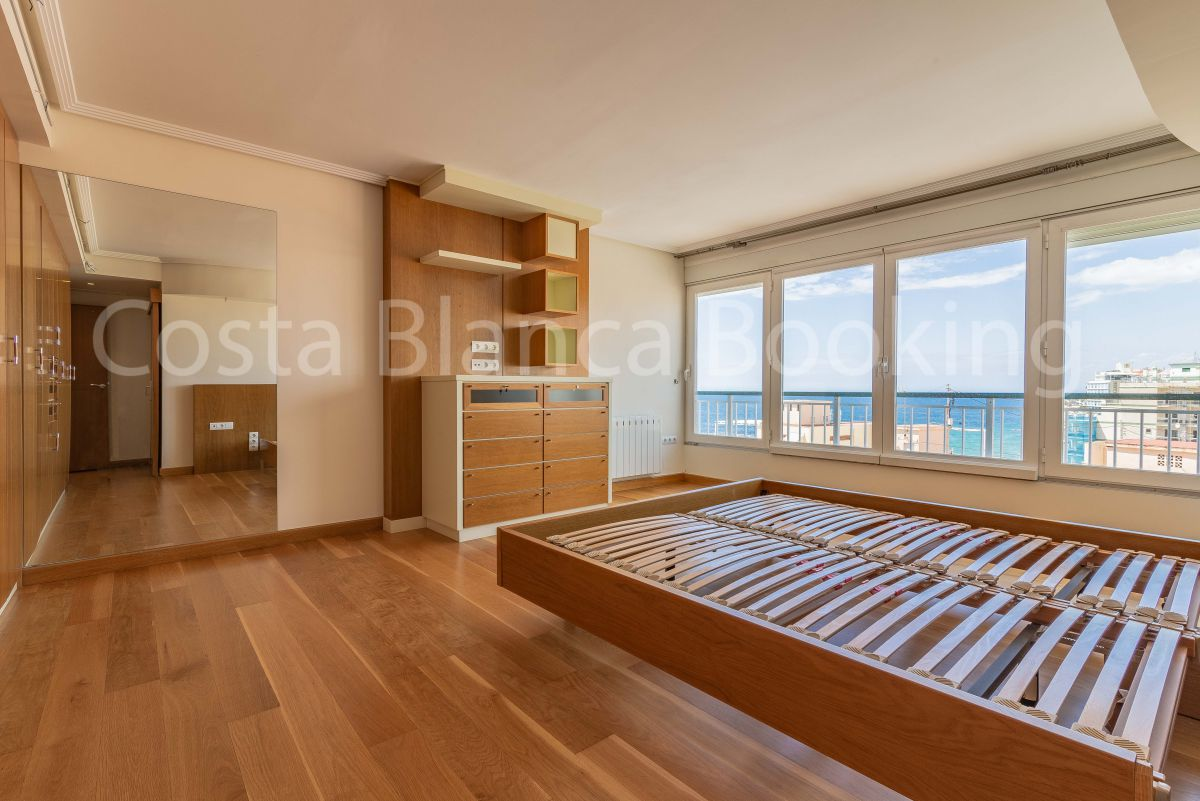 SPACIOUS APARTMENT FIRST LINE OF LEVANTE