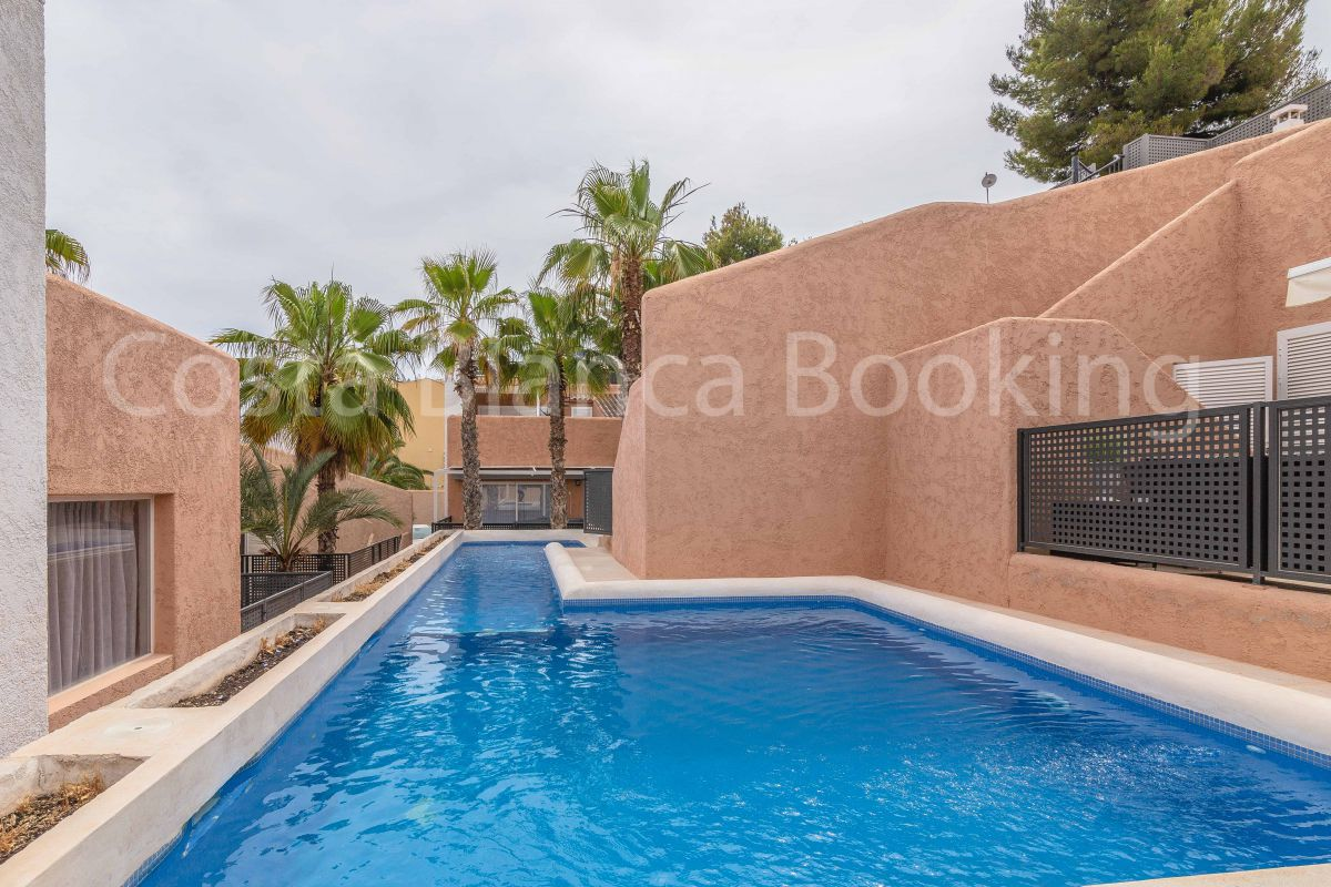 FANTASTIC SEMIDETACHED BUNGALOW IN ALBIR