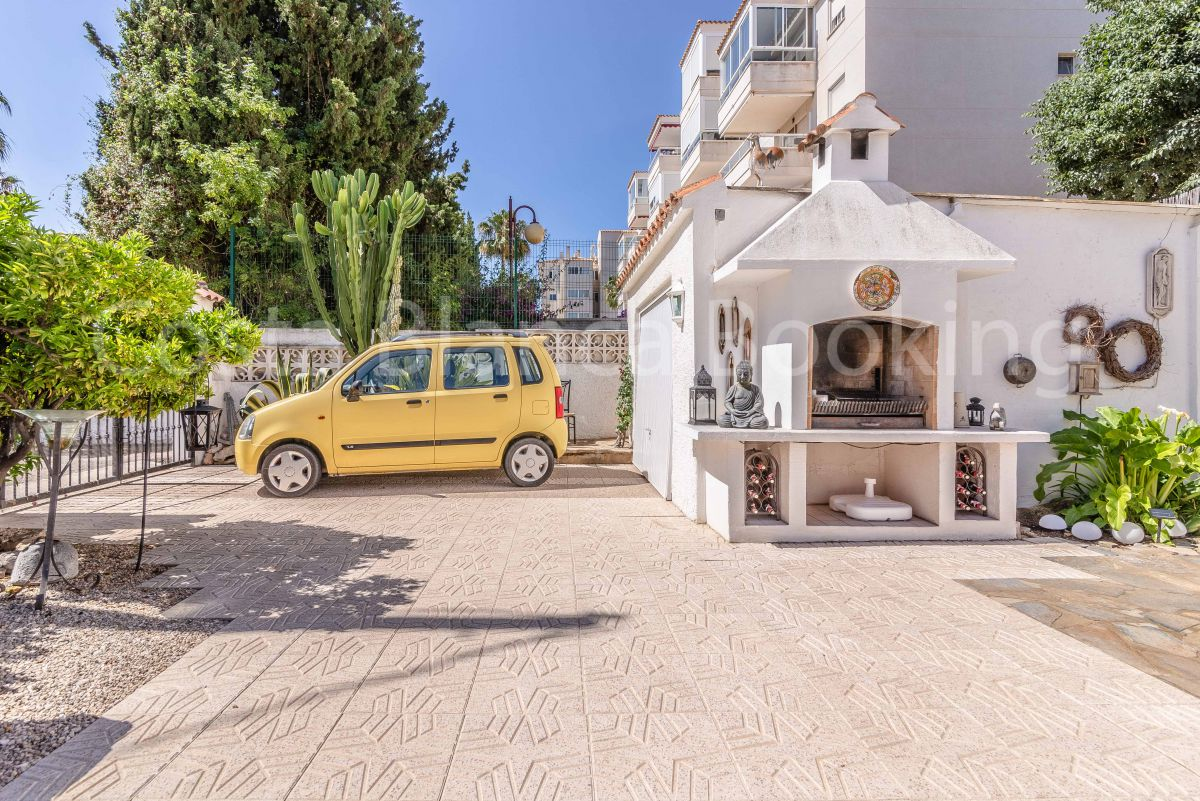 FANTASTIC VILLA WITH POOL IN THE CENTER OF ALBIR