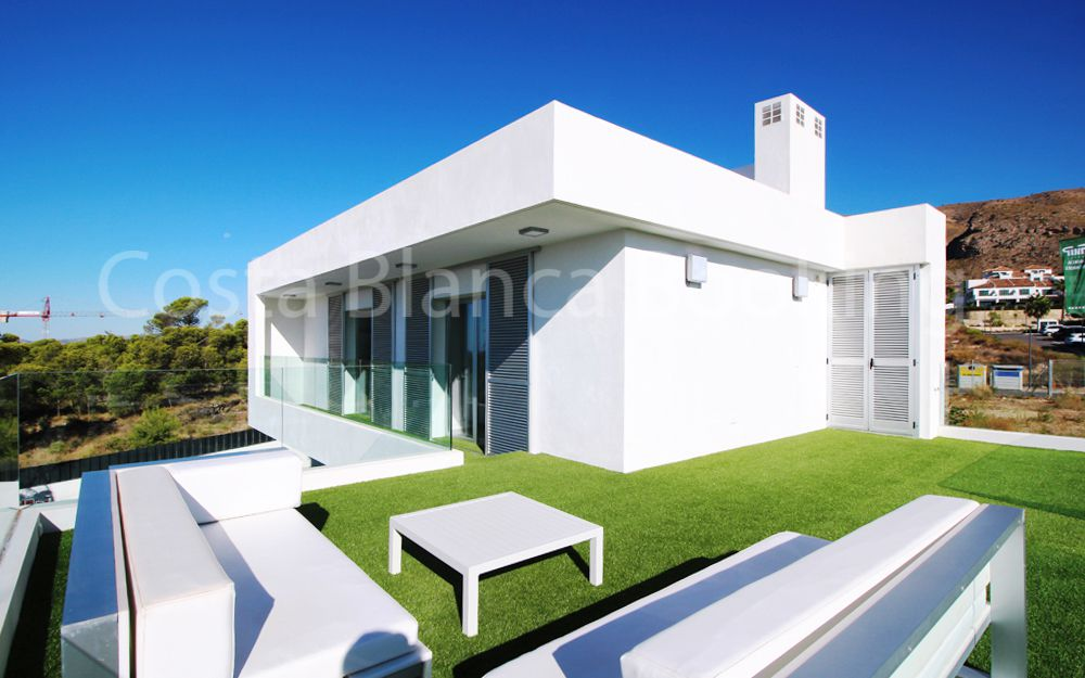 BEAUTIFUL VILLAS OF MODERN STYLE IN SIERRA CORTINA