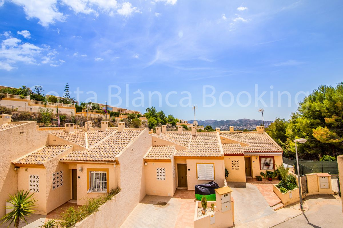 SPACIOUS TOWNHOUSE IN RESIDENTIAL AREA OF LA NUCIA
