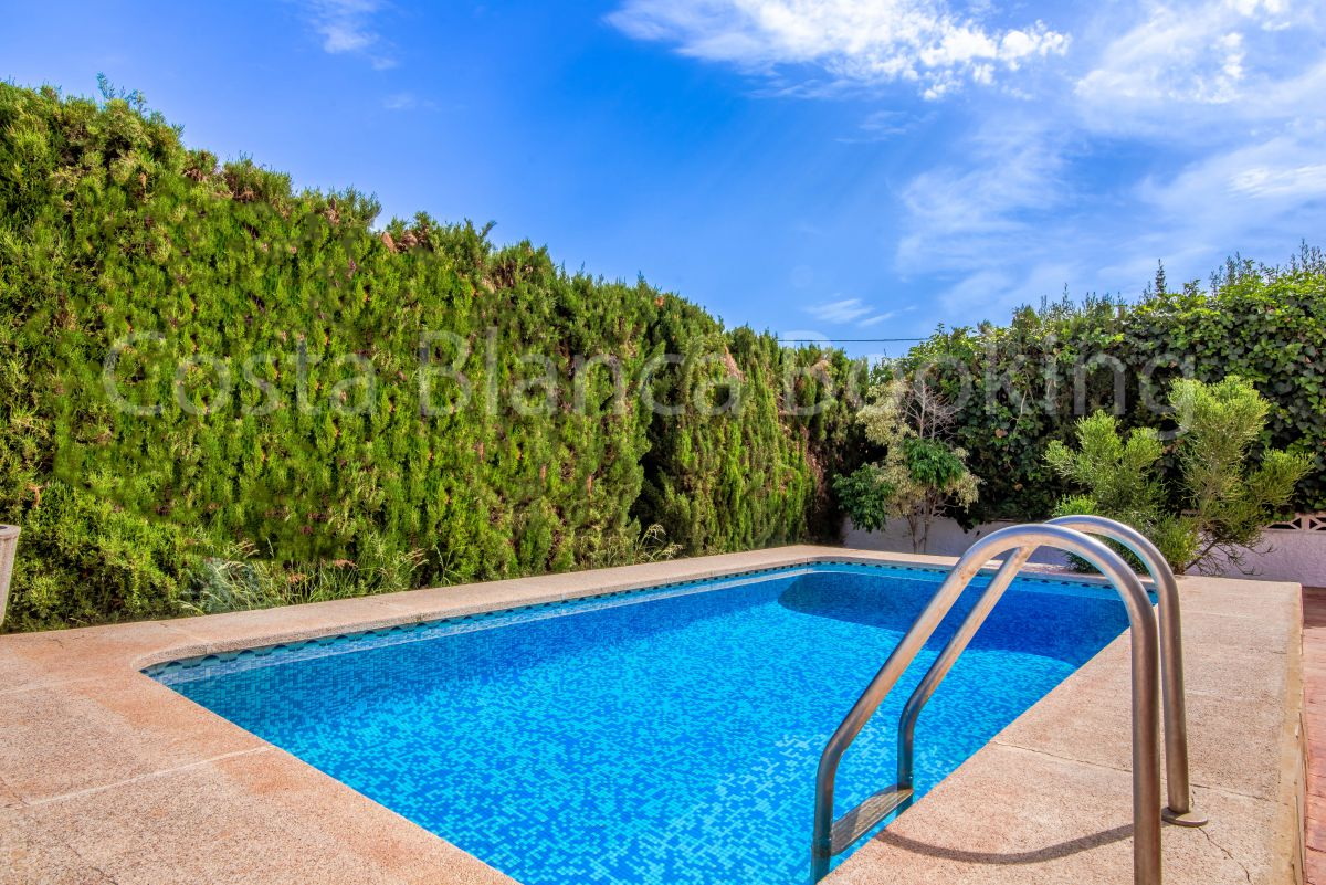 NEWLY REFURBISHED VILLA WITH PRIVATE POOL