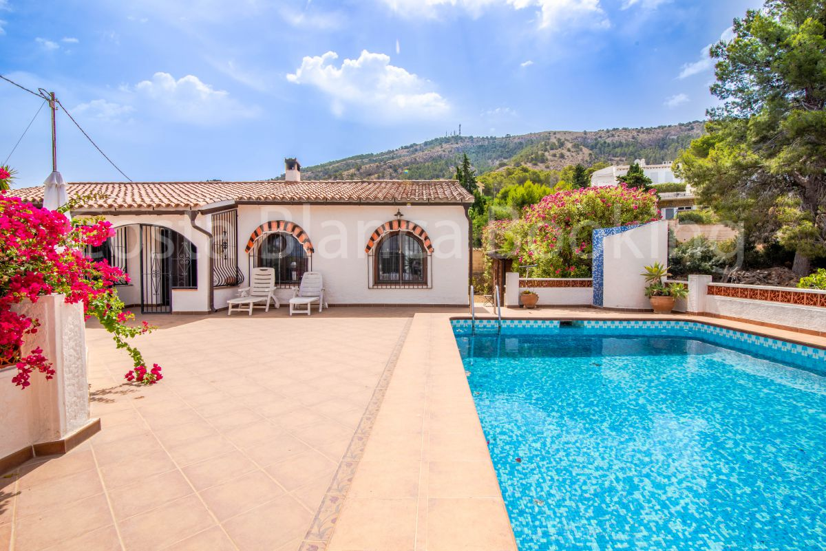 SPACIOUS VILLA WITH BIG PLOT IN ALBIR