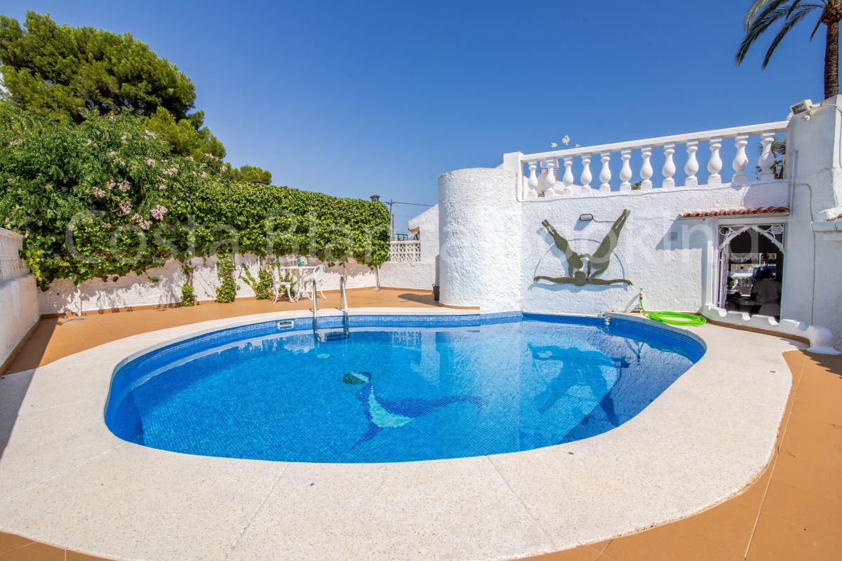 UNIQUE AND TRADITIONAL STYLE HOUSE NEAR BENIDORM