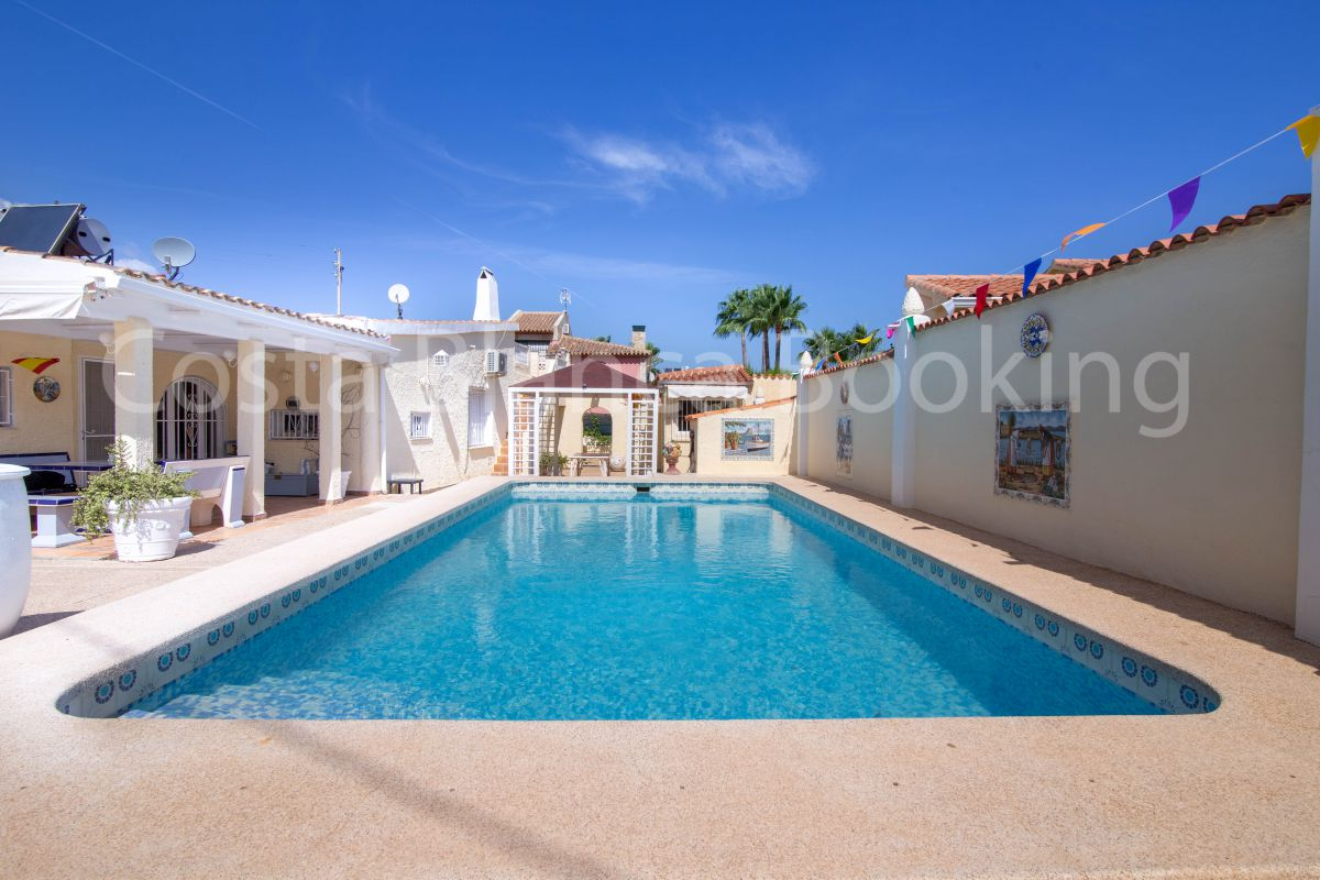 BEAUTIFUL VILLA IN ALBIR
