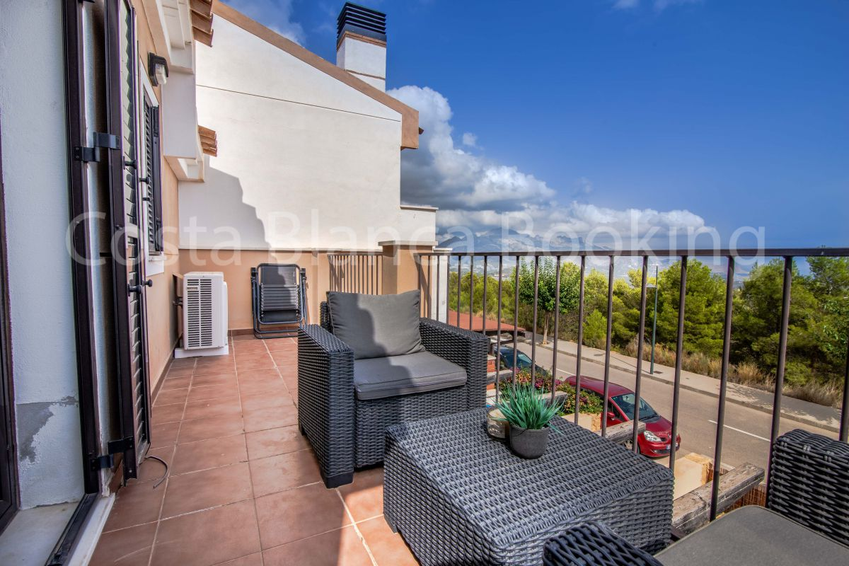 FANTASTIC SEMI-DETACHED VILLA WITH SEA VIEWS