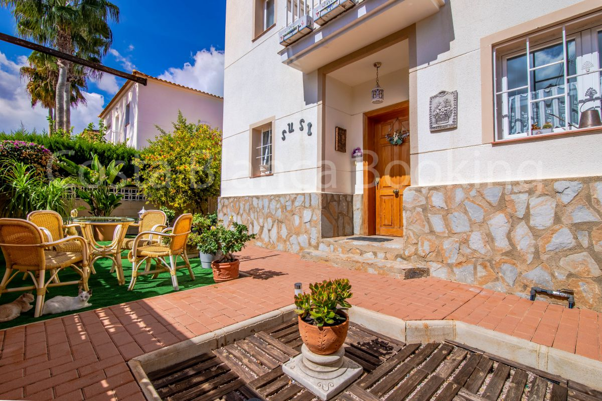 PRECIOUS INDEPENDENT VILLA WITH POOL