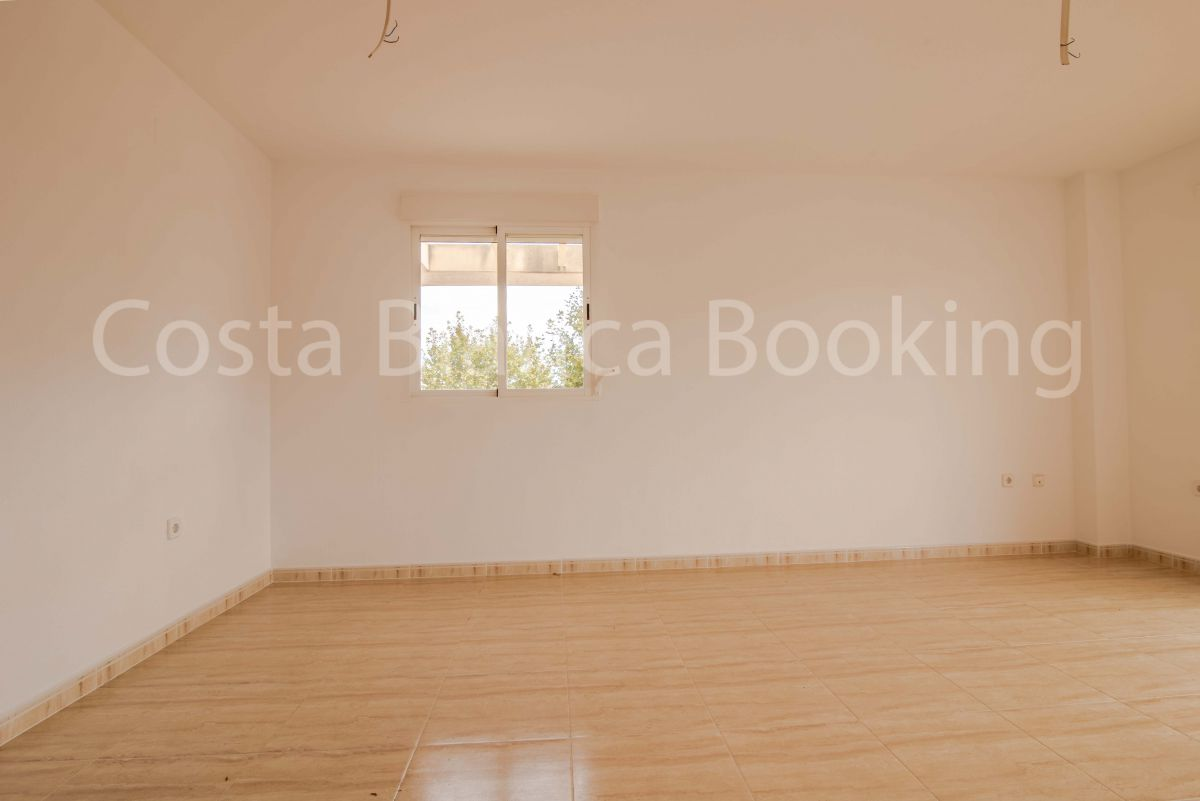 APARTMENT IN ALBIR WITH LARGE AND VERY SUNNY TERRACE