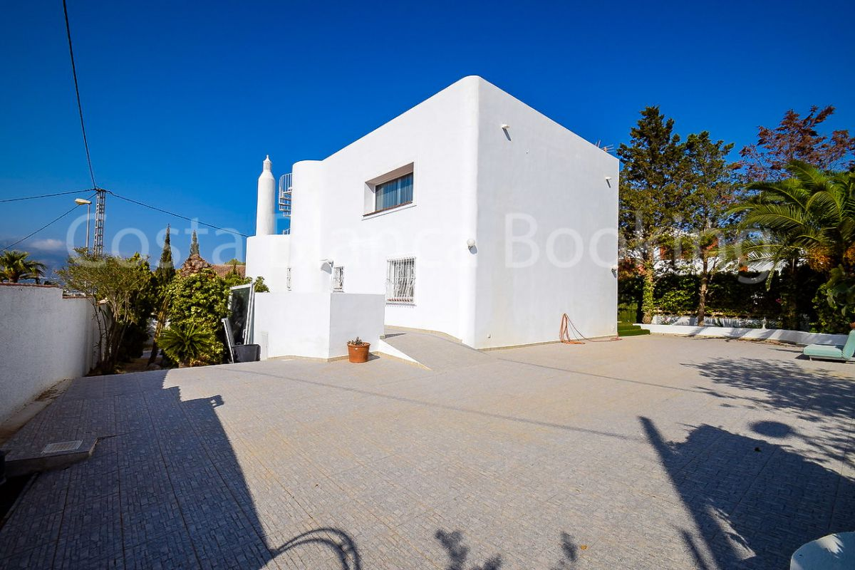 FANTASTIC VILLA IN THE ALBIR