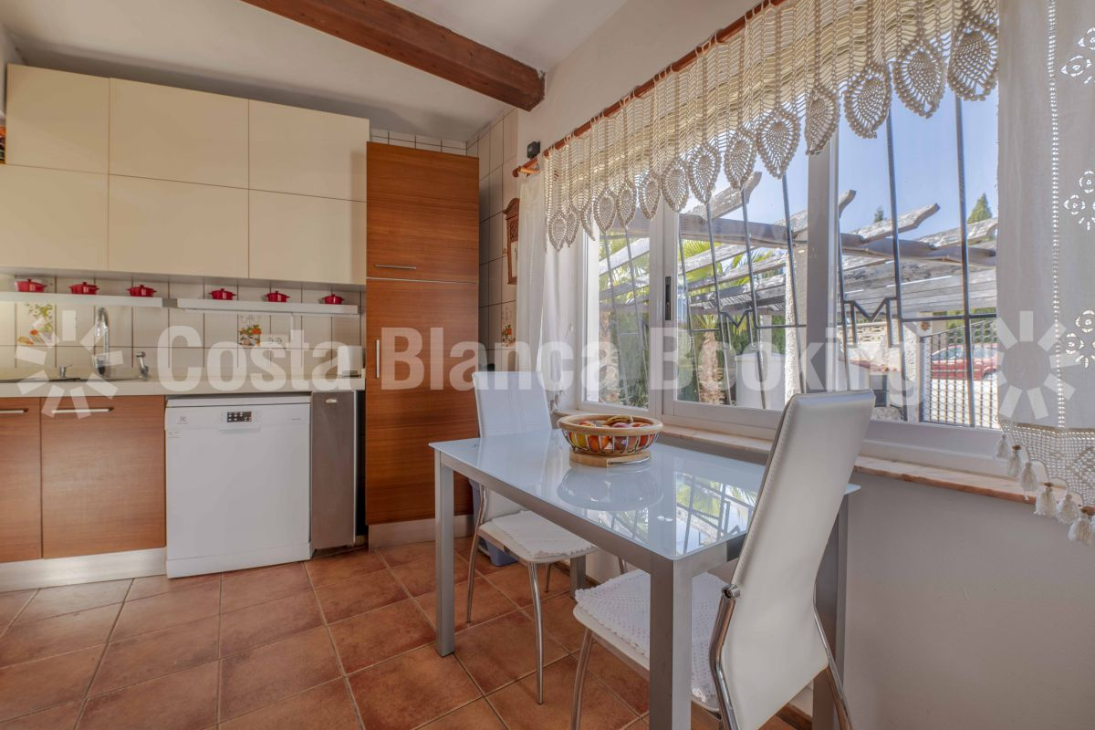 BEAUTIFUL VILLA IN A RESIDENTIAL AREA NEAR THE INTERNATIONAL COLLEGE