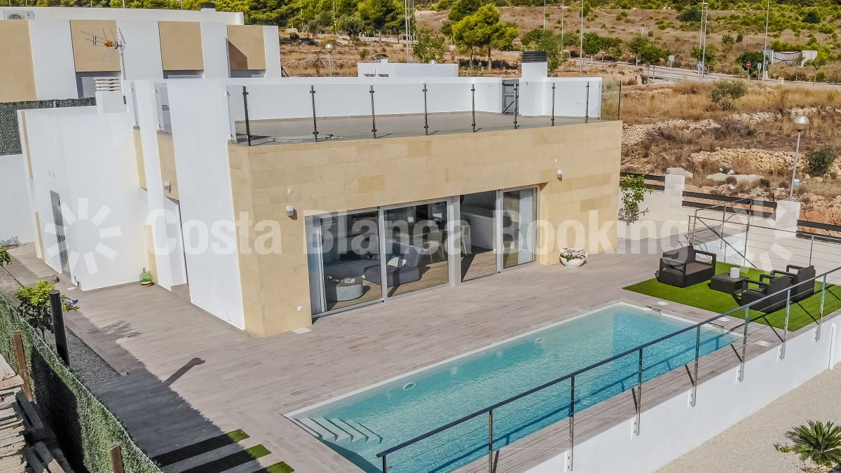 BEAUTIFUL VILLA NEAR THE CENTER OF ALBIR