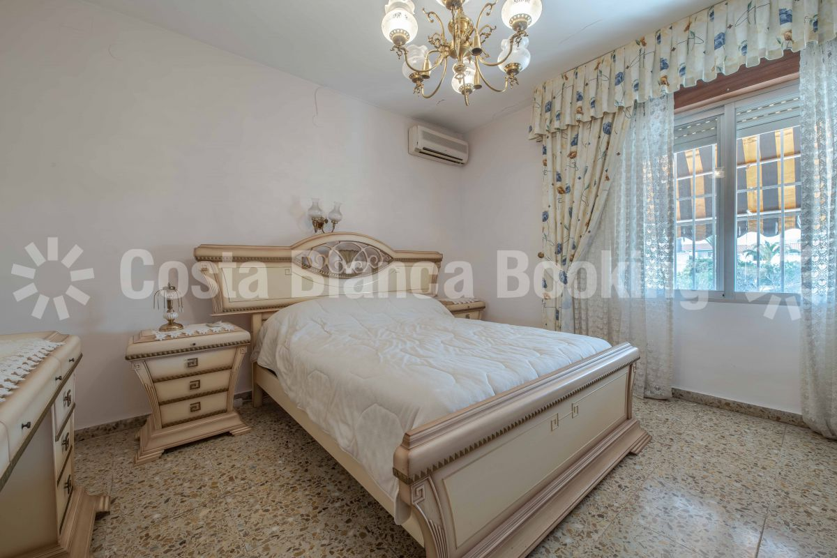 STUNNING VILLA WITH LARGE PLOT IN THE CENTRE OF ALBIR