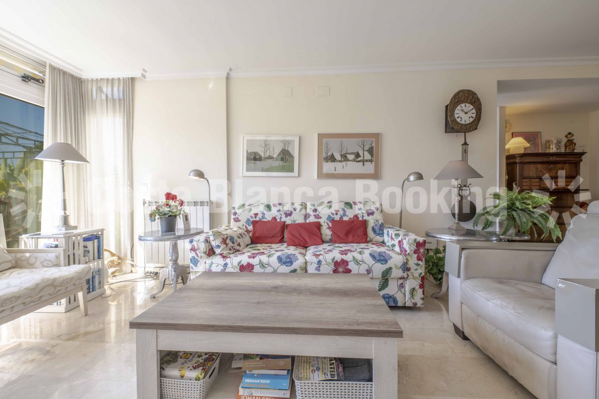 FANTASTIC APARTMENT WITH A LARGE SOUTH FACING TERRACE