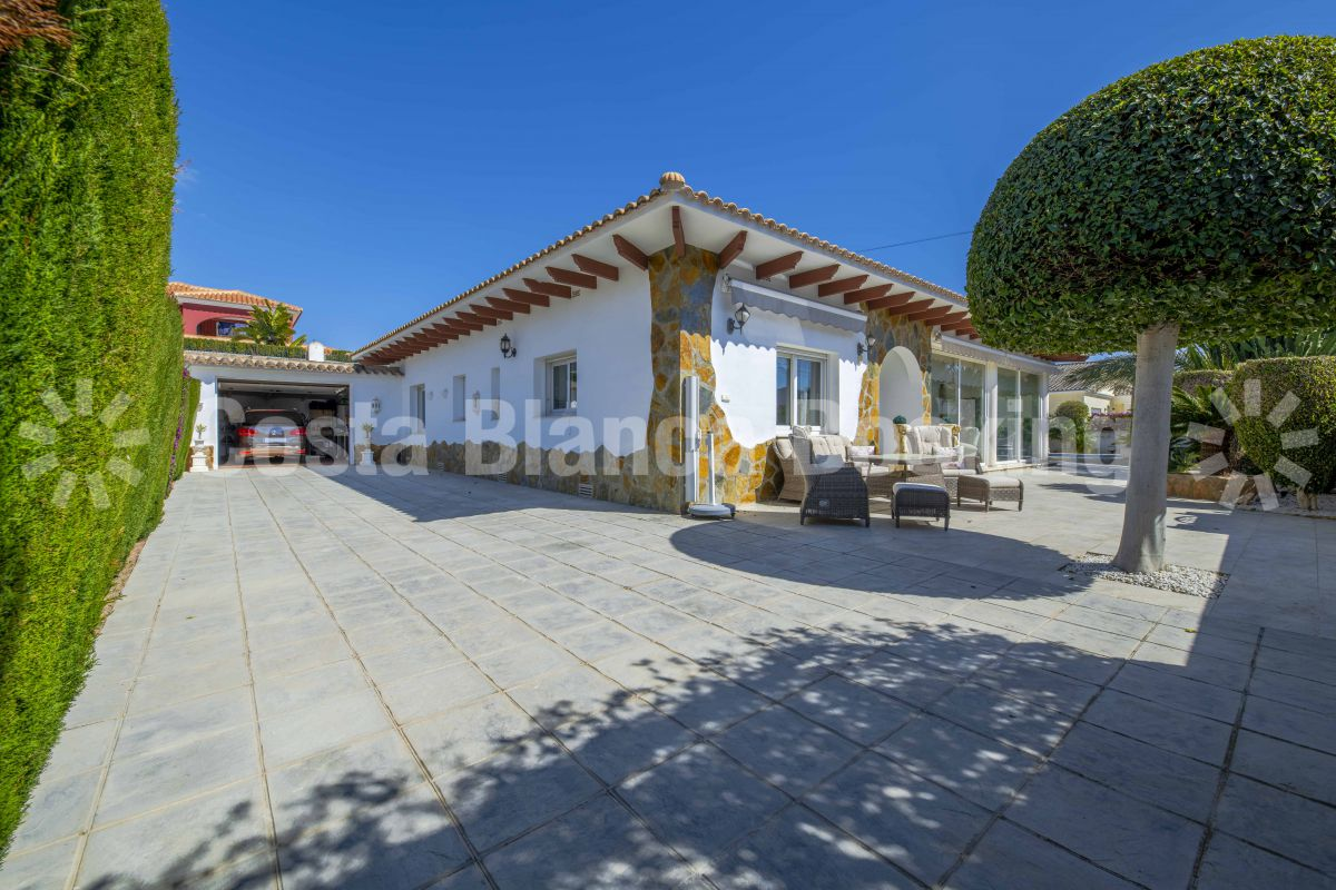 BEAUTIFUL VILLA NEAR ALFAZ AND ALBIR