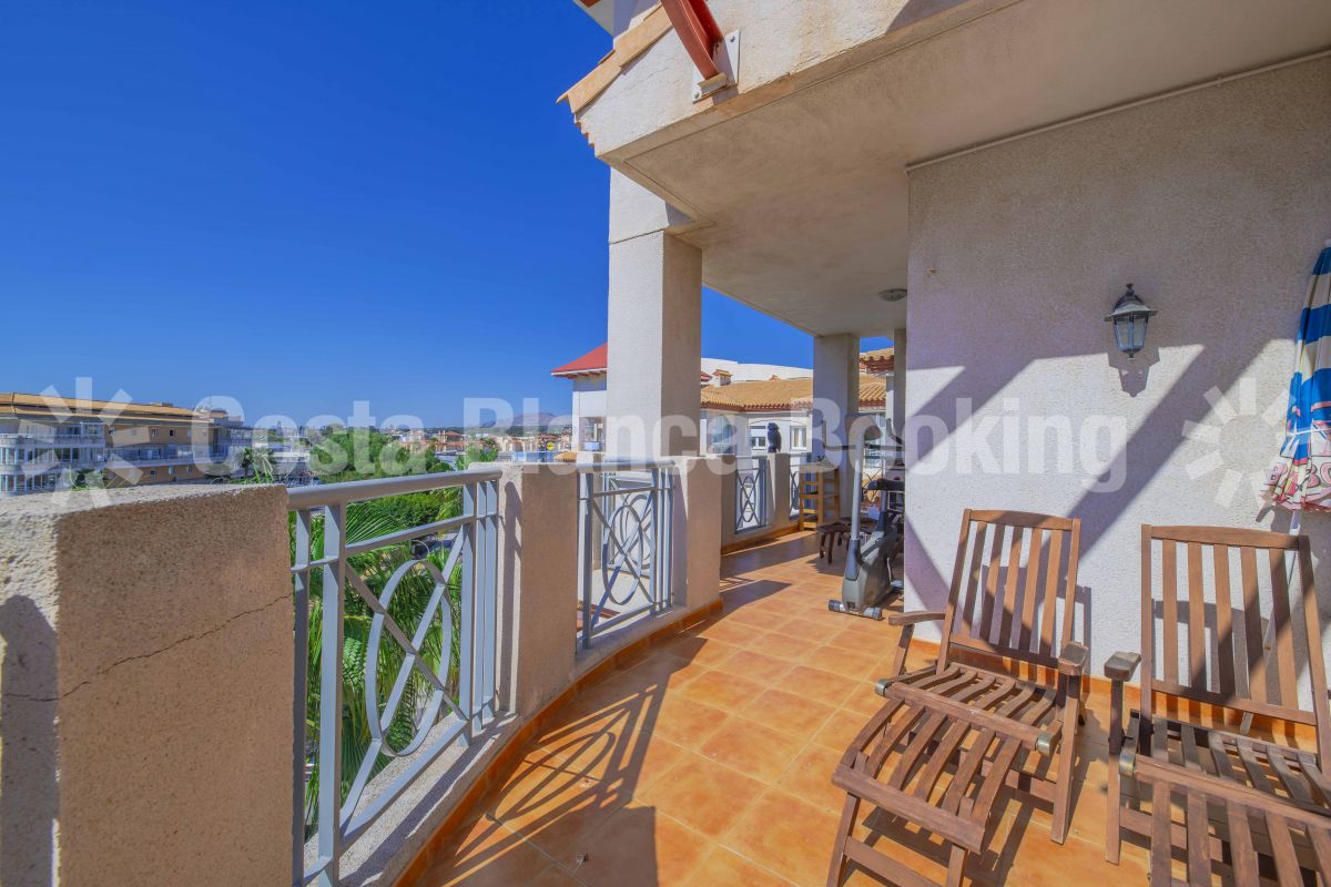 FANTASTIC TOP APARTMENT WITH NICE VIEWS AND A BIG TERRACE