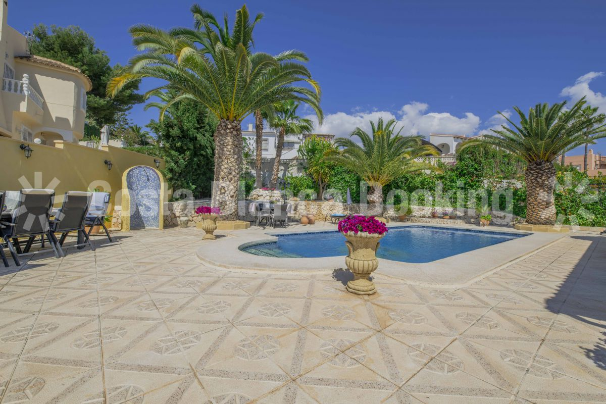 BEAUTIFUL CHALET NEAR ALTEA WITH GUEST APARTMENT