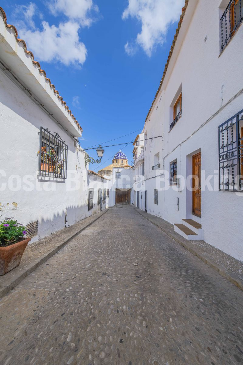 COZY TOWNHALL LOCATED IN THE OLD TOWN OF ALTEA
