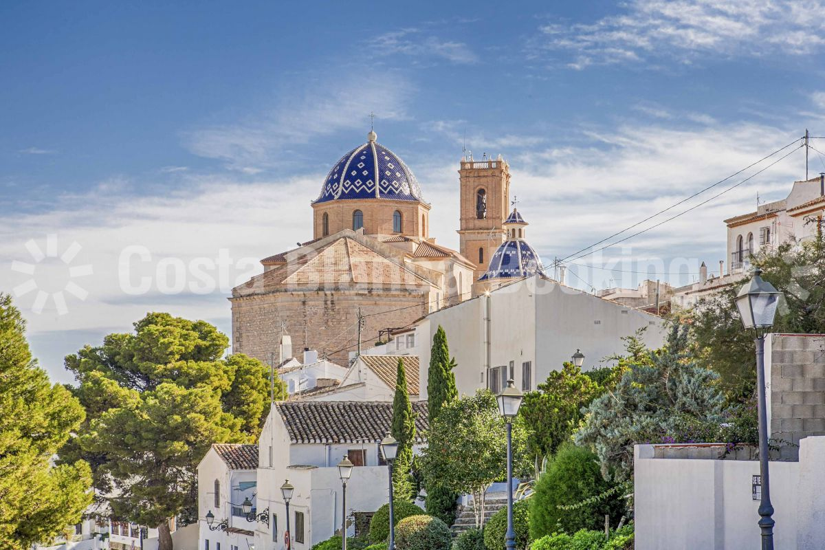 VILLAGE HOUSE IN THE CENTER OF ALTEA