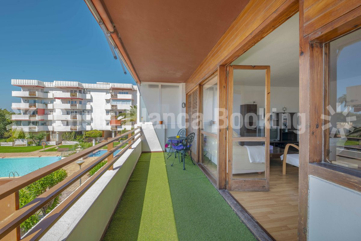 APARTMENT WITHIN WALKING DISTANCE TO THE BEACH
