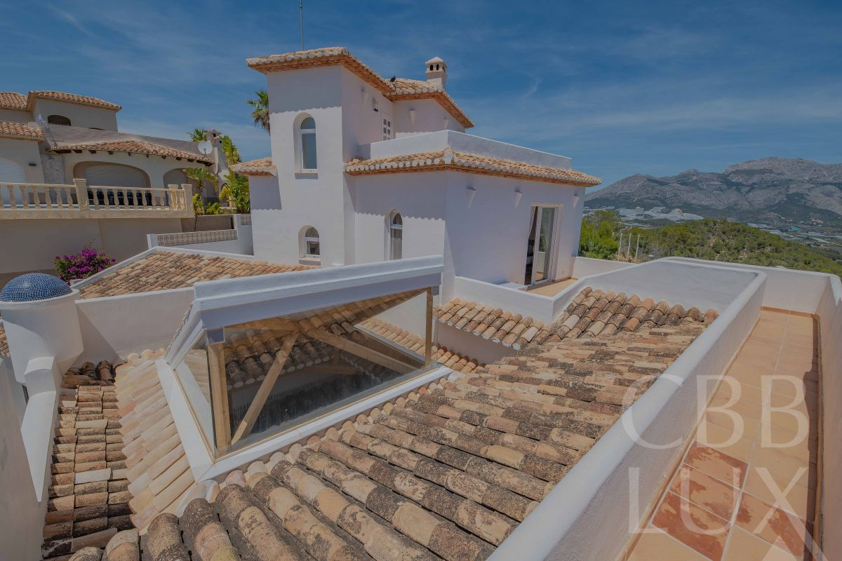 AMAZING VILLA WITH PANORAMIC SEA AND MOUNTAIN VIEWS IN EL CAUTIVADOR